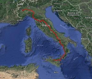 Il percorso durato 9 mesi da Scillato(PA) a Buttigliera d'Asti(TO) attraverso tutto lo stivale. 2300 km totali di cui solo 300 in treno il resto a piedi. Nelle scarpe di Nicola ca. 2000 km, negli zoccoli di Piriddu 150 km e in quelli di Fela quasi 1800 km.