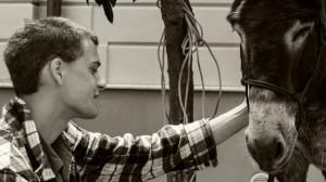 Nicola Winkler con Piriddu il primo asino del blog di Italia che cambia
